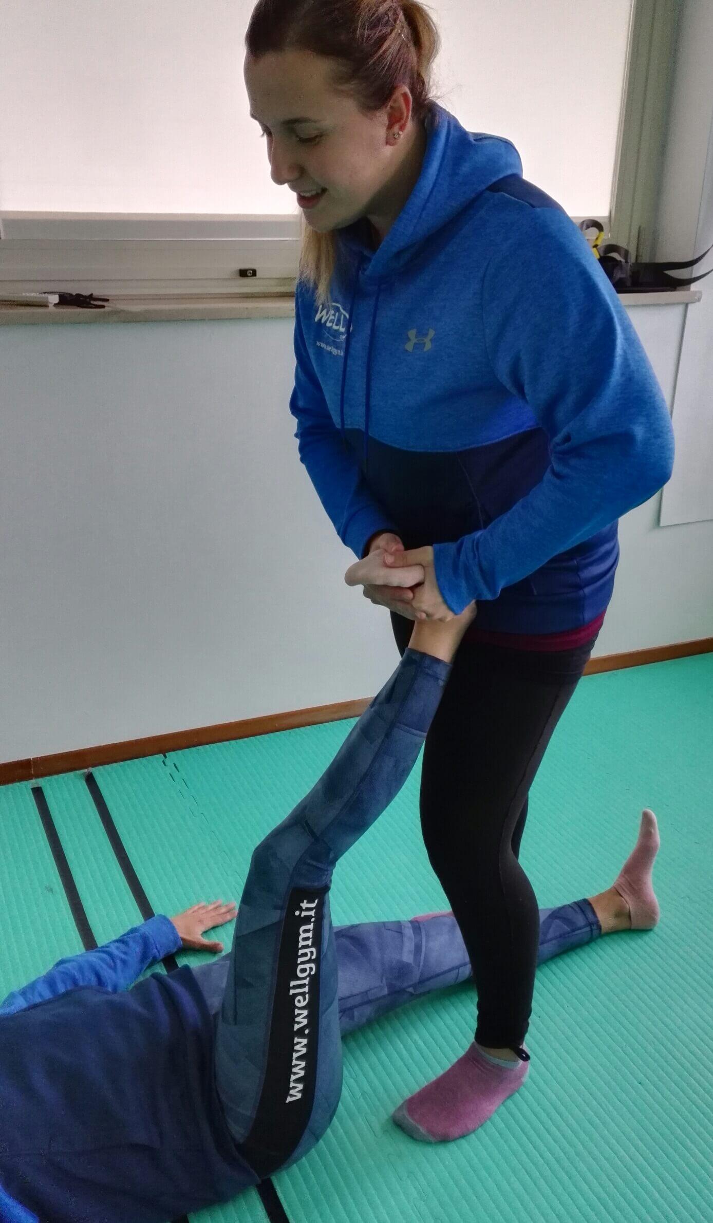 Stretching assistito per il riallineamento posturale del ginocchio