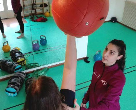 Allenamento funzionale con la palla medica