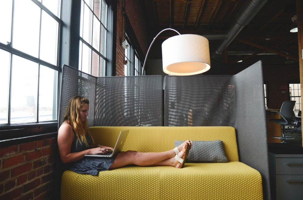 divano e PC
