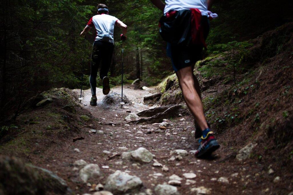 Un terreno irregolare può causare dolori al ginocchio