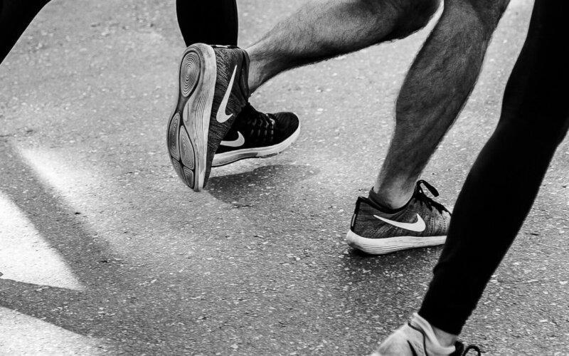 Le scarpe consumate rivelano come stanno ginocchia e bacino